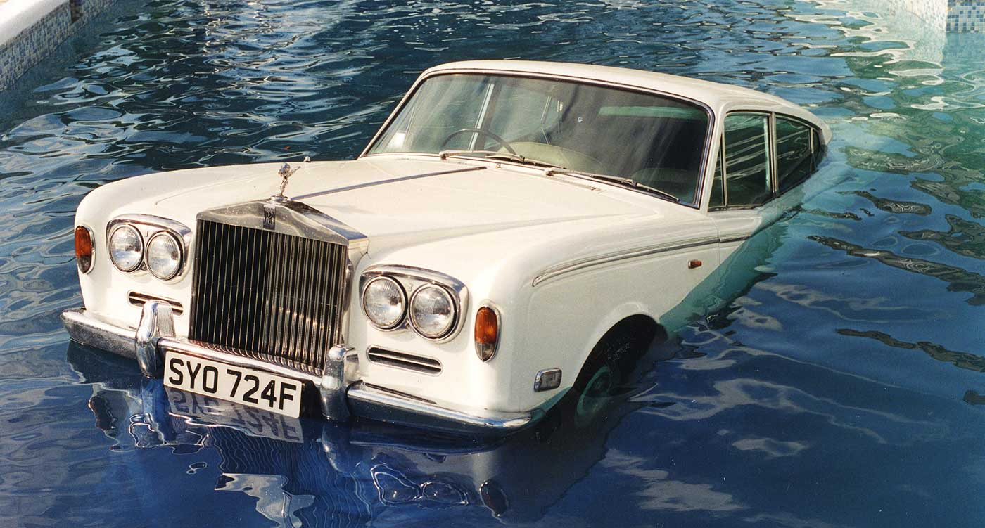 oasis_rolls_royce_swimming_pool_be_here_now_01