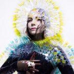 Björk subasta sus vestidos más icónicos